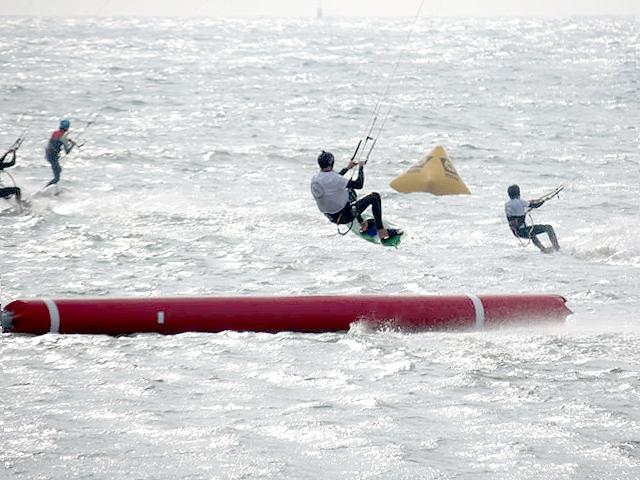 boarder-cross-kitesurf